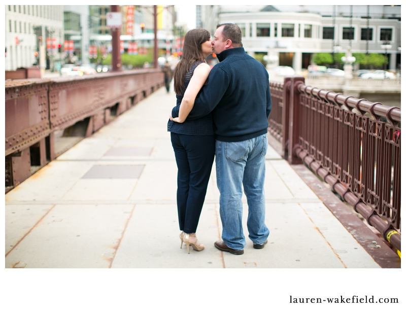 chicago engagement photographer, chicago wedding photographer, chicago engagement photos, downtown chicago engagement photos_003